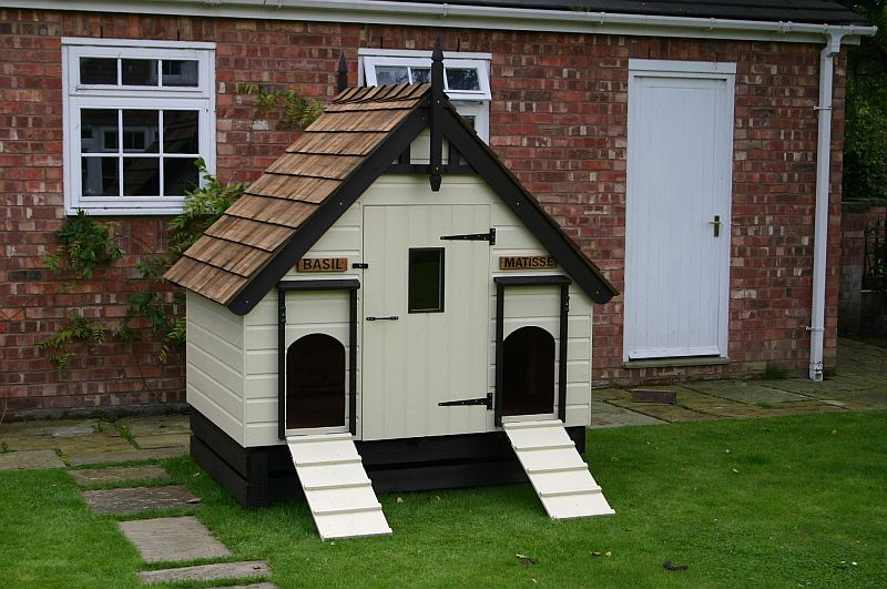 Dog Kennel with cedar shingle roof based on a  4x4 Hargrave